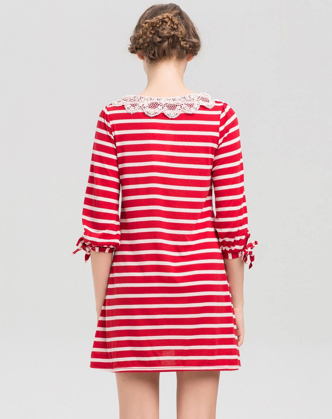 > 红白条纹针织短袖连衣裙